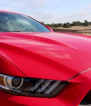 Trouwen in een Ford Mustang GT V8